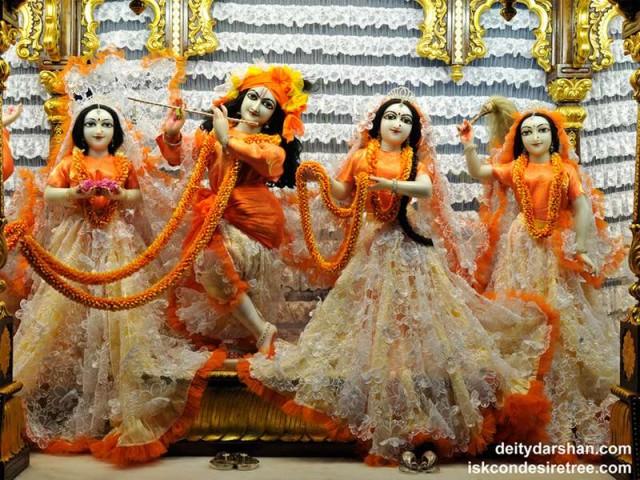 Sri Sri Radha Gopinath Lalita Vishakha Wallpaper (041)