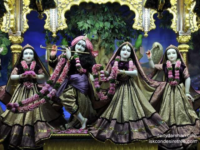 Sri Sri Radha Gopinath Lalita Vishakha Wallpaper (024)