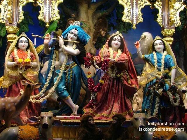 Sri Sri Radha Gopinath Lalita Vishakha Wallpaper (025)
