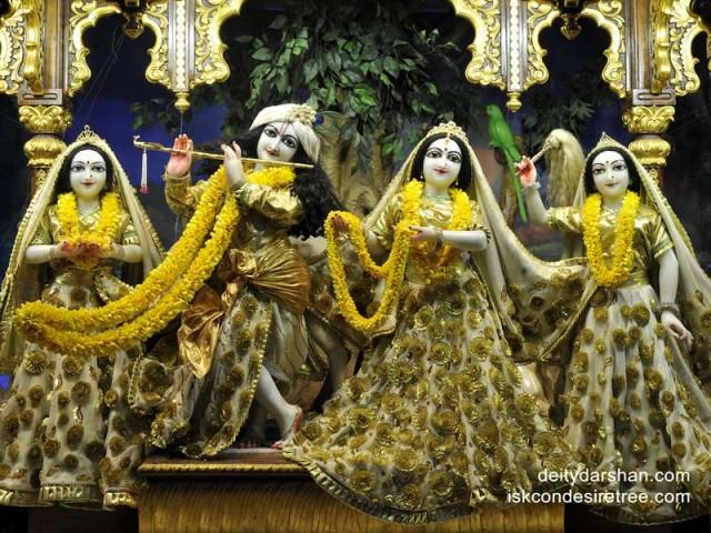 Sri Sri Radha Gopinath Lalita Vishakha Wallpaper (026)