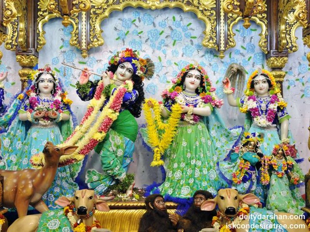 Sri Sri Radha Gopinath Lalita Vishakha Wallpaper (047)