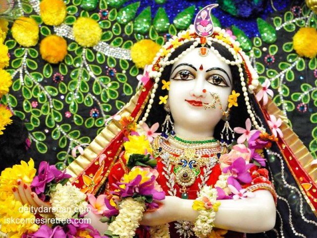 Srimati Radharani Close up Wallpaper (063)