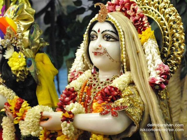 Srimati Radharani Close up Wallpaper (072)