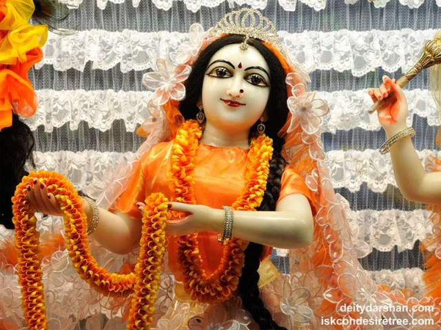 Srimati Radharani Close up Wallpaper (076)