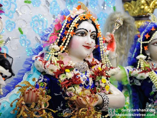 Srimati Radharani Close up Wallpaper (079)