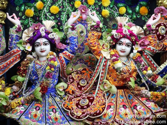 Sri Sri Nitai Gaurachandra Close up Wallpaper (005)