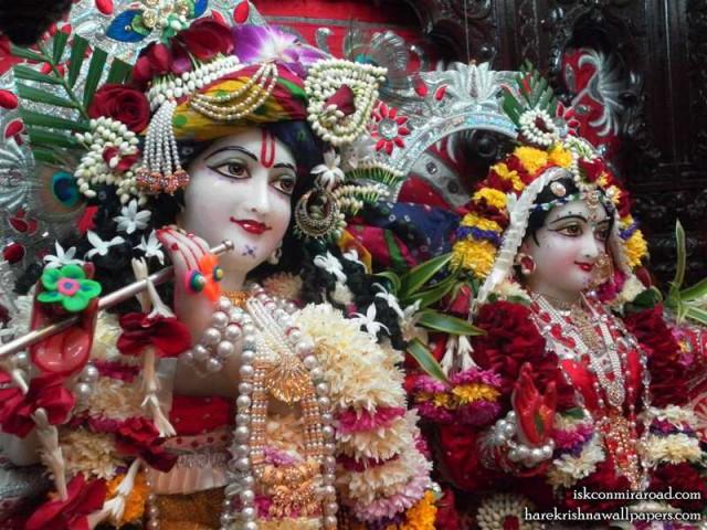 Sri Sri Radha Giridhari Close up Wallpaper (020)