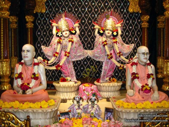 Sri Sri Gaura Nitai with Acharyas Wallpaper (015)