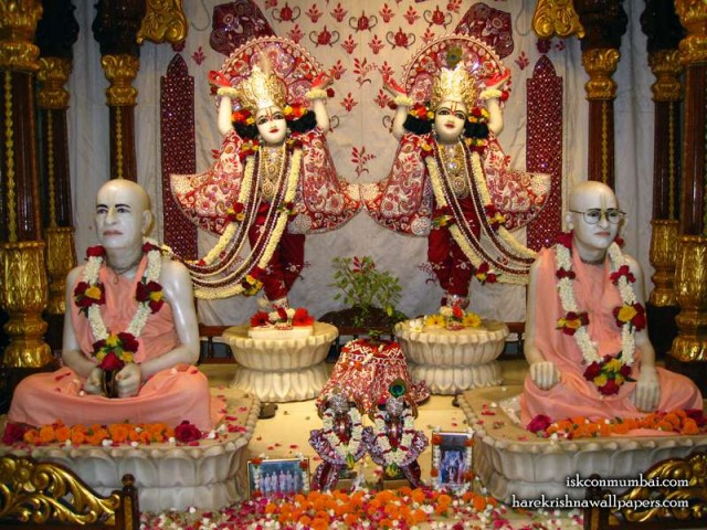 Sri Sri Gaura Nitai with Acharyas Wallpaper (020)
