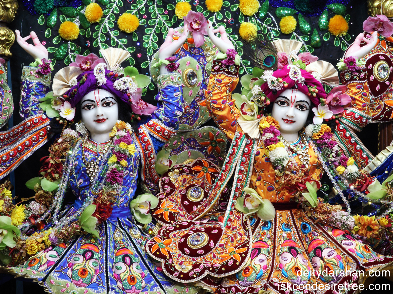 Sri Sri Nitai Gaurachandra Close up Wallpaper (005) Size 1280x960 Download