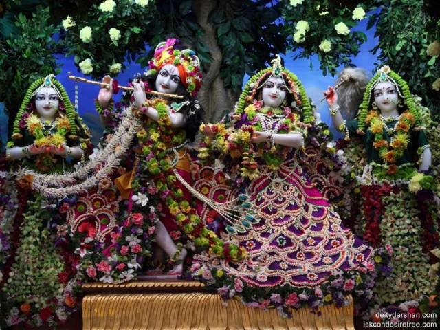 Sri Sri Radha Gopinath Lalita Vishakha Wallpaper (009)