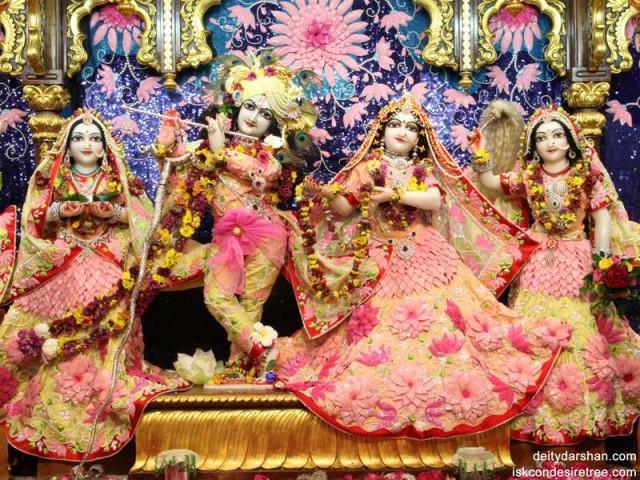 Sri Sri Radha Gopinath Lalita Vishakha Wallpaper (010)