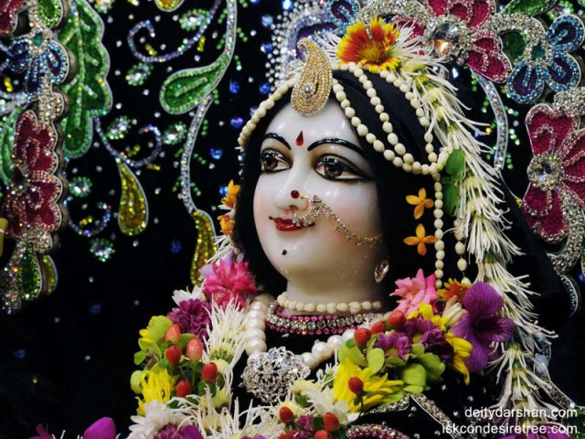 Srimati Radharani Close up Wallpaper (019)
