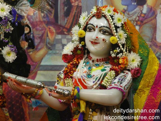Srimati Radharani Close up Wallpaper (024)
