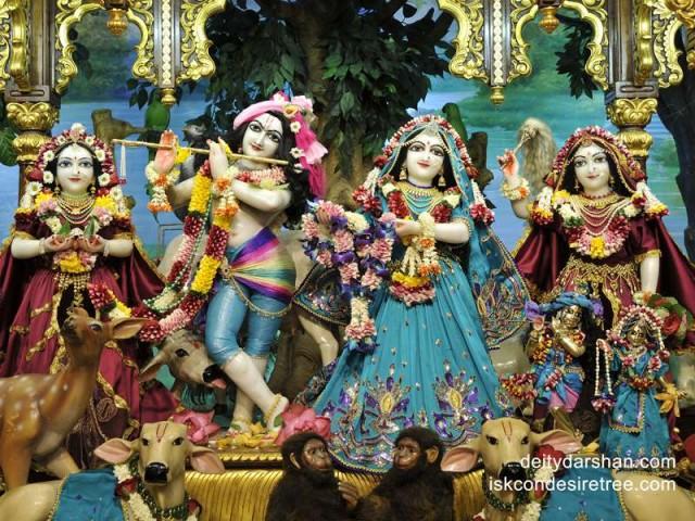 Sri Sri Radha Gopinath Lalita Vishakha Wallpaper (032)