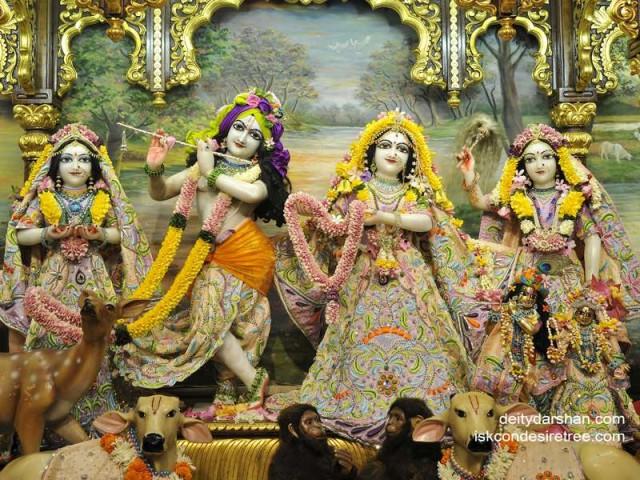 Sri Sri Radha Gopinath Lalita Vishakha Wallpaper (036)