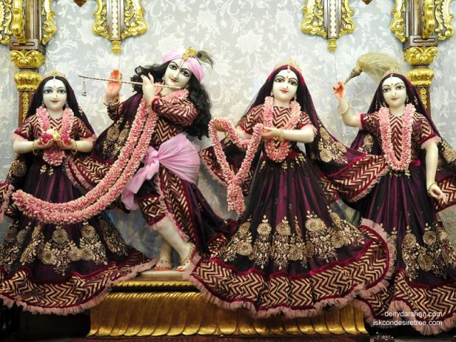 Sri Sri Radha Gopinath Lalita Vishakha Wallpaper (039)