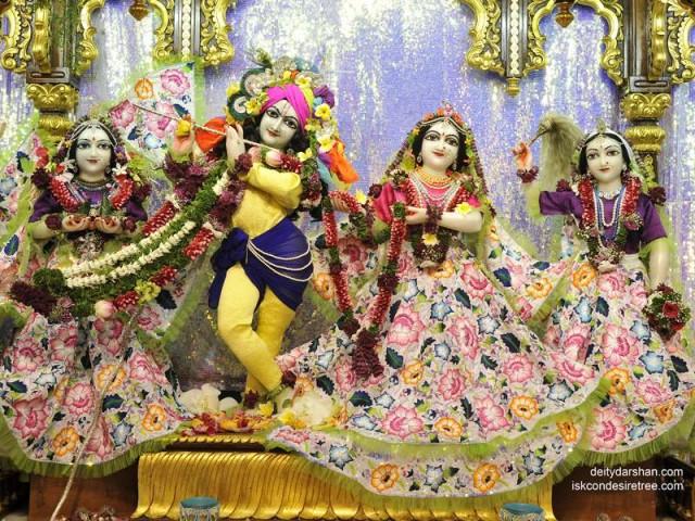 Sri Sri Radha Gopinath Lalita Vishakha Wallpaper (040)
