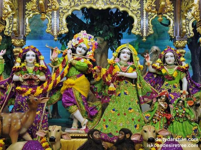 Sri Sri Radha Gopinath Lalita Vishakha Wallpaper (056)