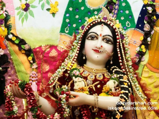 Srimati Radharani Close up Wallpaper (062)