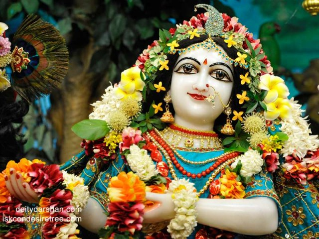 Srimati Radharani Close up Wallpaper (064)
