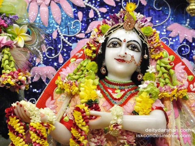 Srimati Radharani Close up Wallpaper (069)