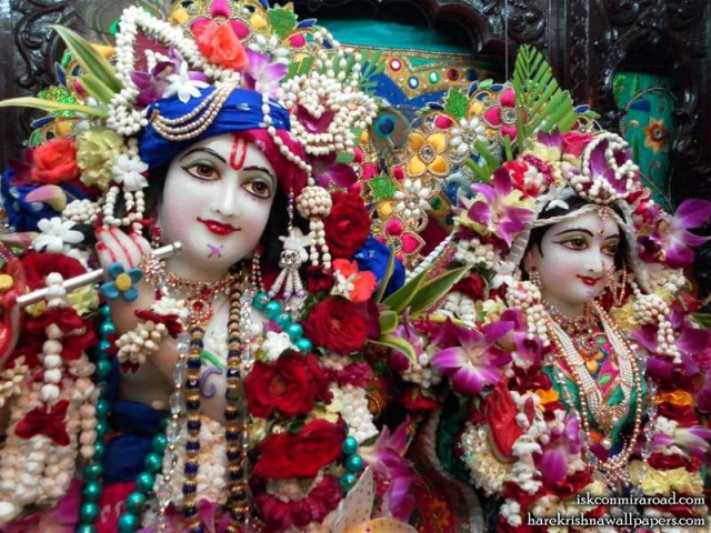 Sri Sri Radha Giridhari Close up Wallpaper (002)