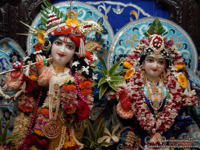 Sri Sri Radha Giridhari Close up Wallpaper (014)