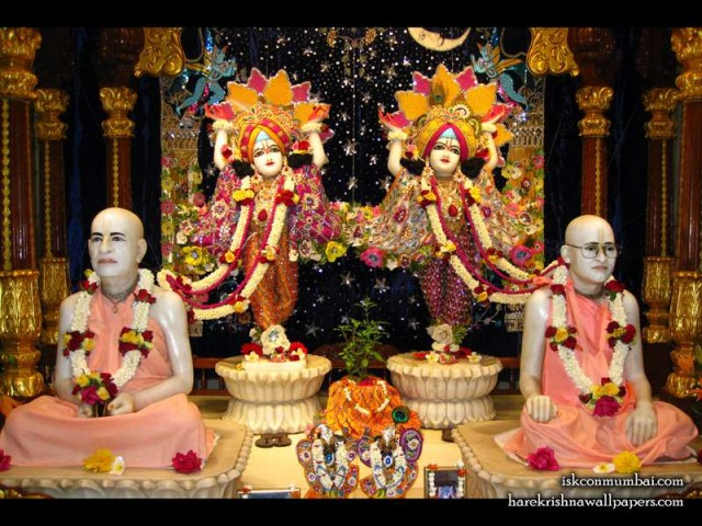 Sri Sri Gaura Nitai with Acharyas Wallpaper (012)