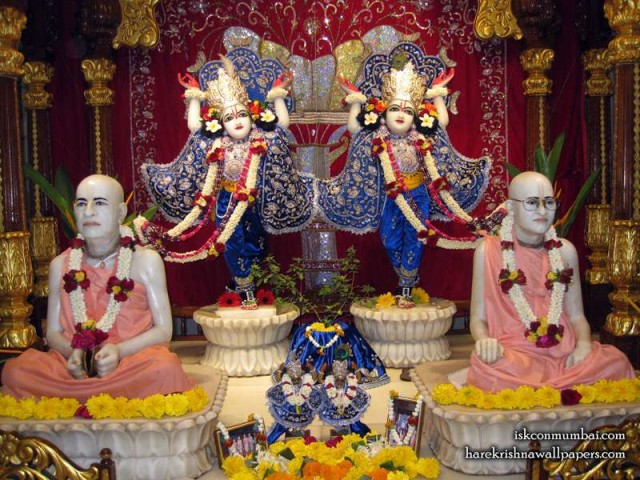 Sri Sri Gaura Nitai with Acharyas Wallpaper (017)