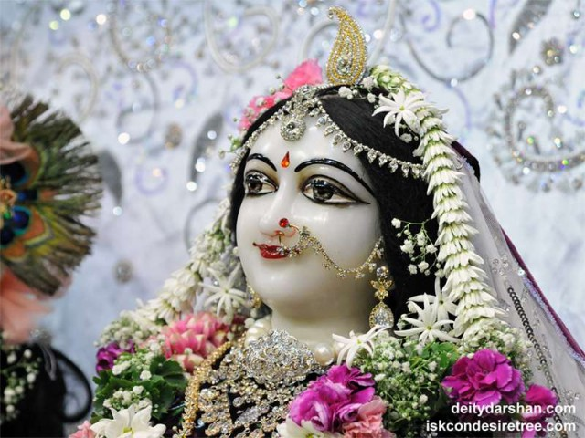 Srimati Radharani Close up Wallpaper (084)