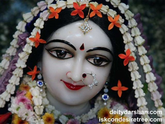 Srimati Radharani Close up Wallpaper (088)