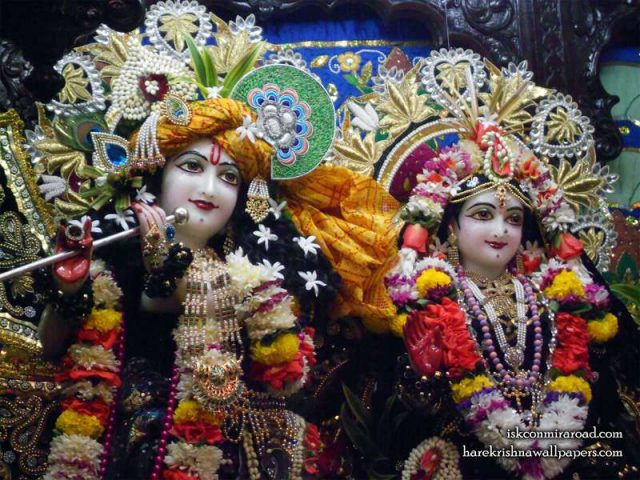 Sri Sri Radha Giridhari Close up Wallpaper (027)