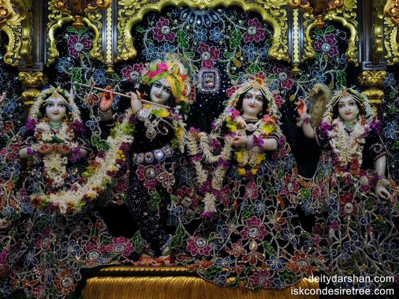 Sri Sri Radha Gopinath Lalita Vishakha Wallpaper (003)