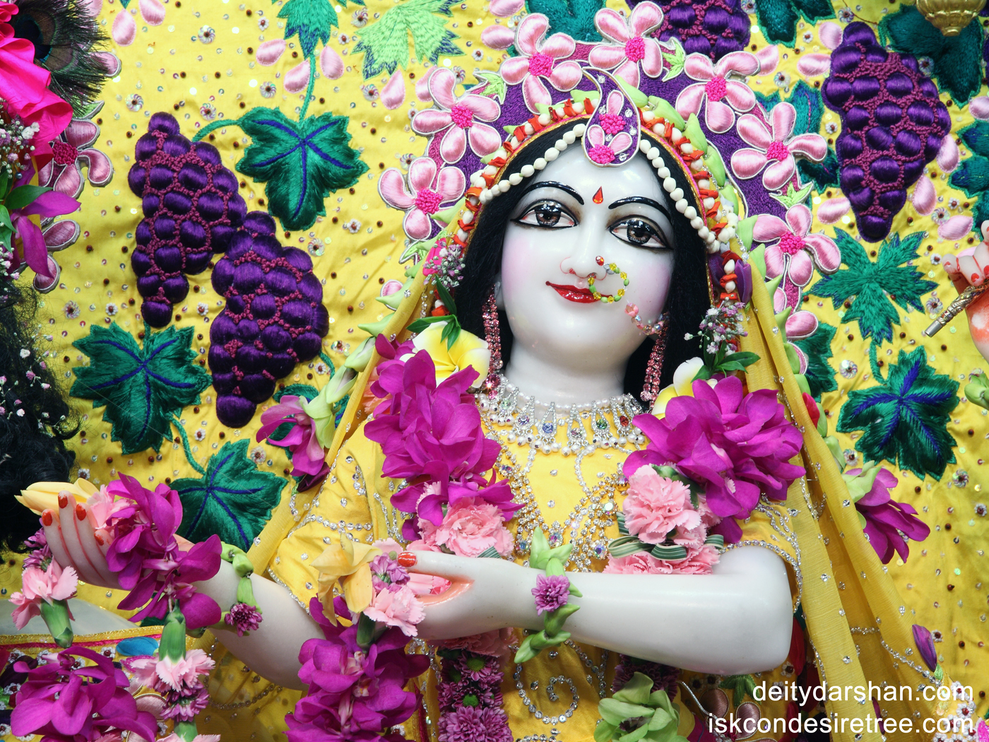 Srimati Radharani Close up Wallpaper (004) Size 1400x1050 Download