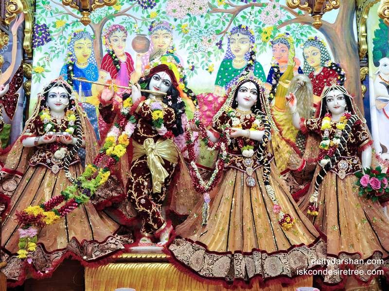 Sri Sri Radha Gopinath Lalita Vishakha Wallpaper (022)