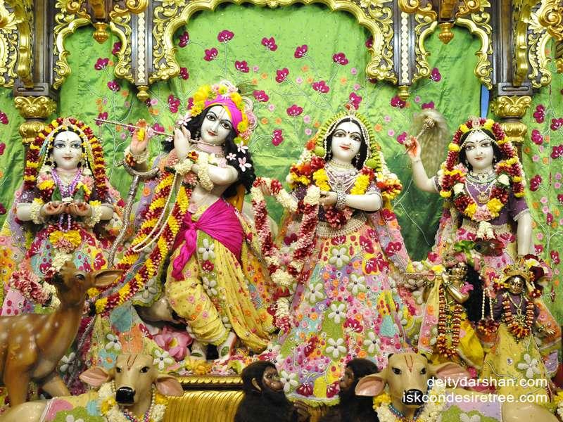 Sri Sri Radha Gopinath Lalita Vishakha Wallpaper (029)