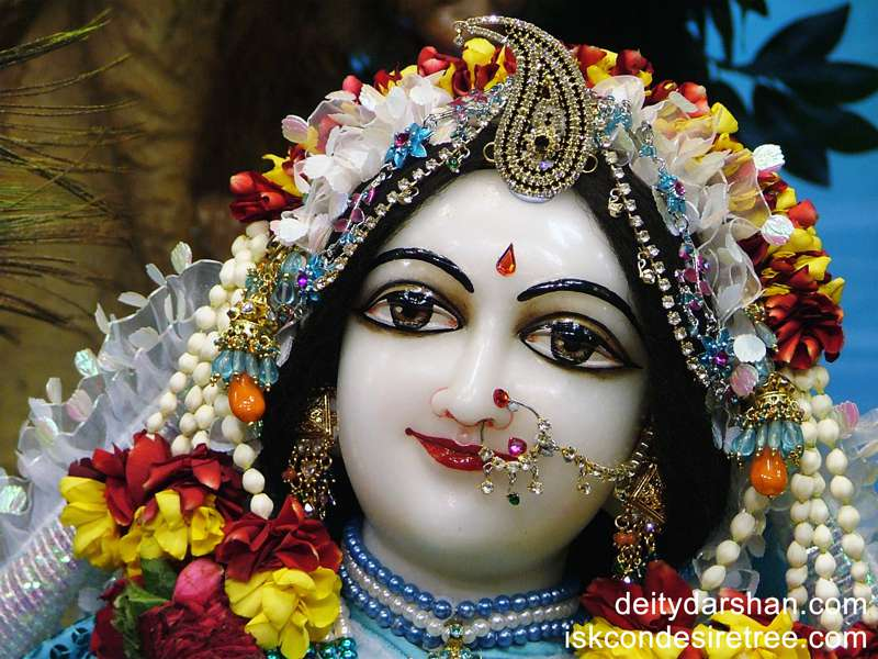 Srimati Radharani Close up Wallpaper (044)