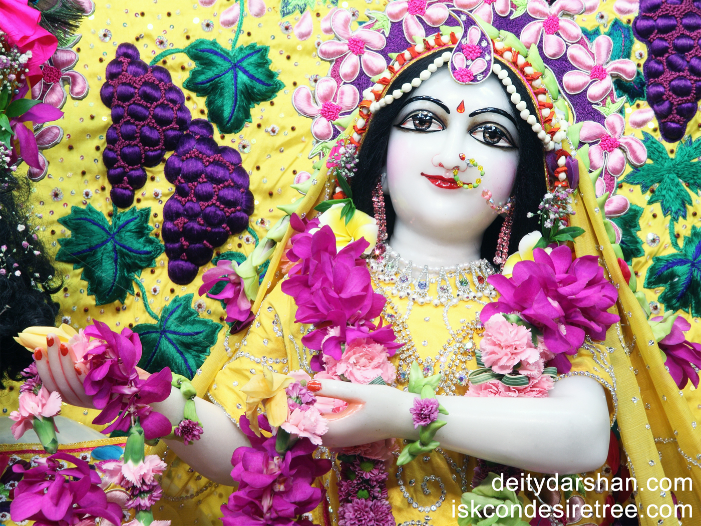 Srimati Radharani Close up Wallpaper (054) Size 1400x1050 Download