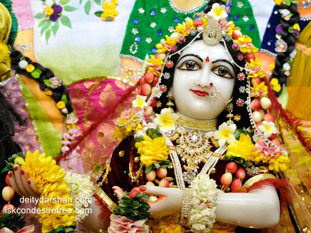 Srimati Radharani Close up Wallpaper (065) Size 1024x768 Download