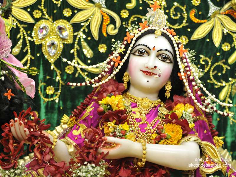 Srimati Radharani Close up Wallpaper (074)