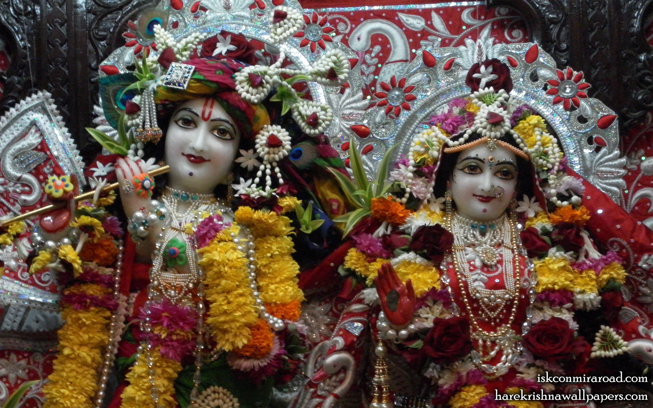 Sri Sri Radha Giridhari Close up Wallpaper (021) Size 2560x1600 Download
