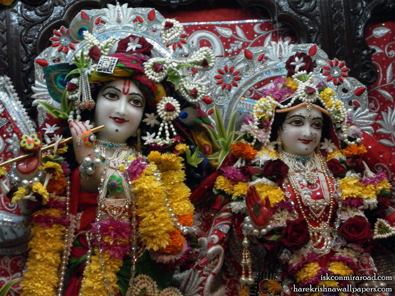 Sri Sri Radha Giridhari Close up Wallpaper (022) Size 1280x960 Download