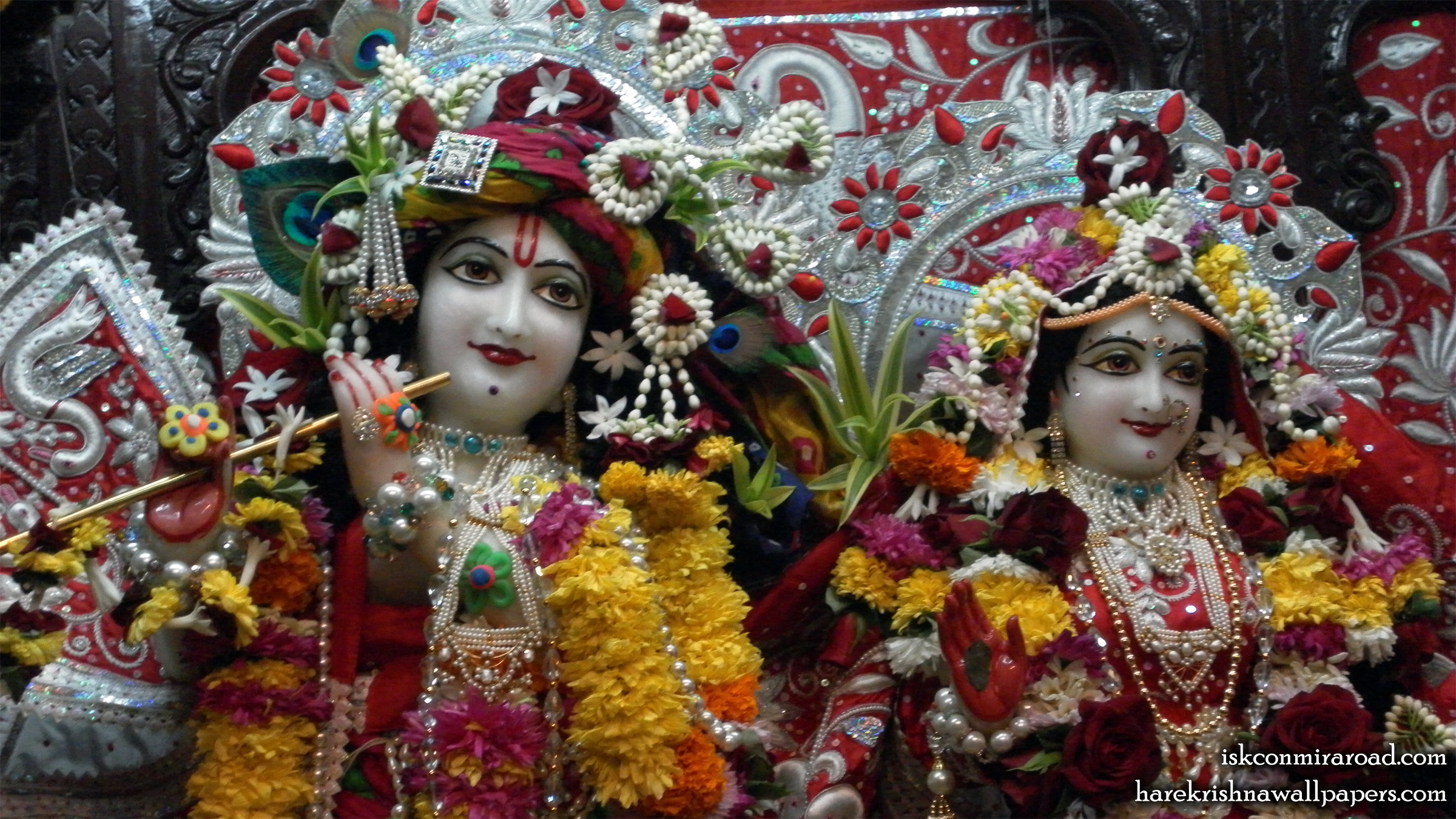 Sri Sri Radha Giridhari Close up Wallpaper (022) Size 2400x1350 Download