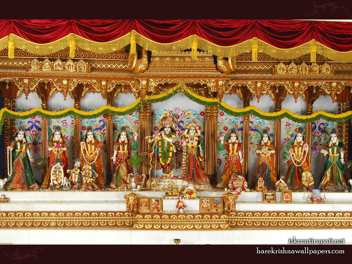 Sri Sri Radha Govinda with Ashtasakhi Wallpaper (002) Size 1152x864 Download