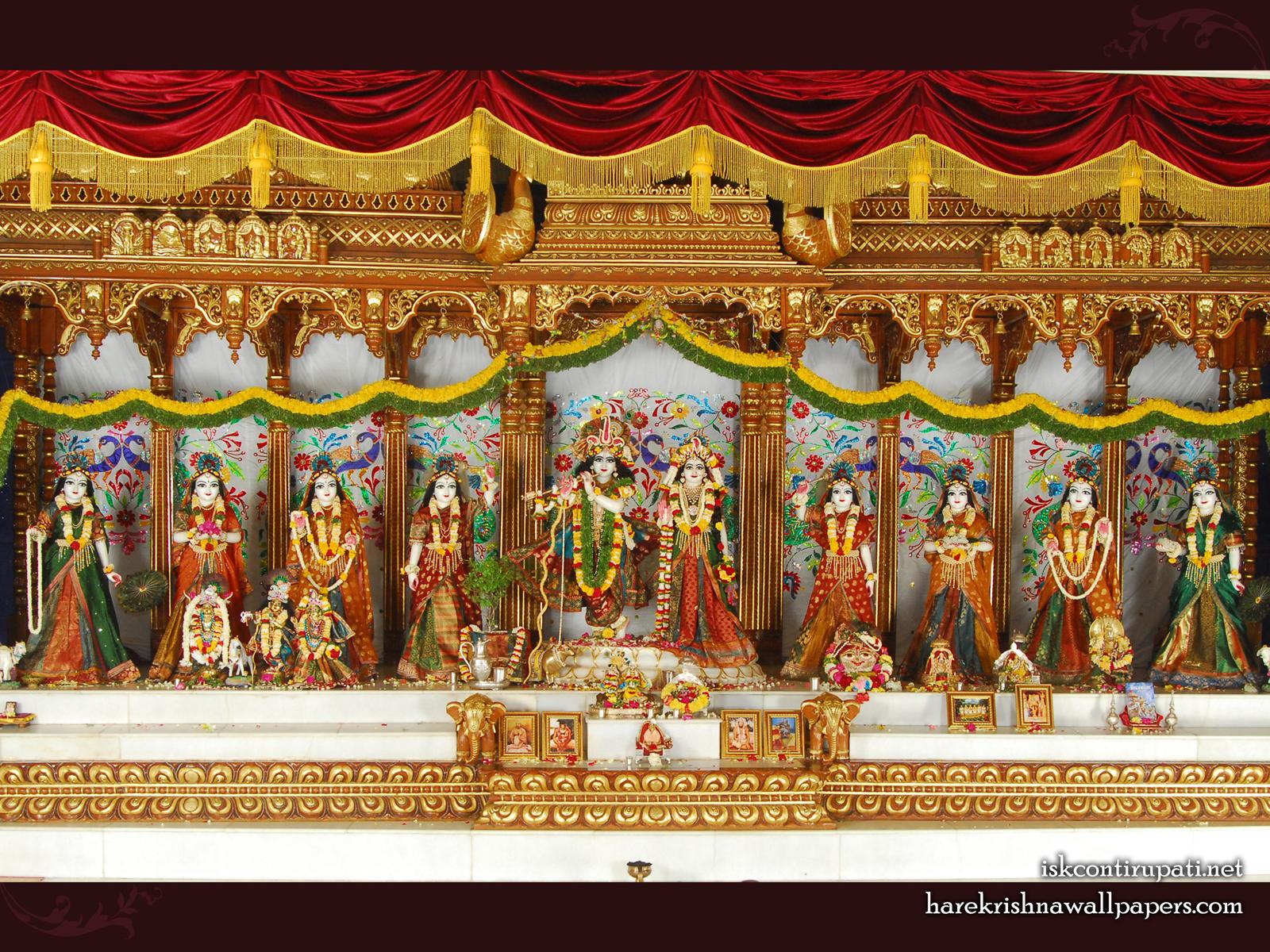 Sri Sri Radha Govinda with Ashtasakhi Wallpaper (002) Size1600x1200 Download