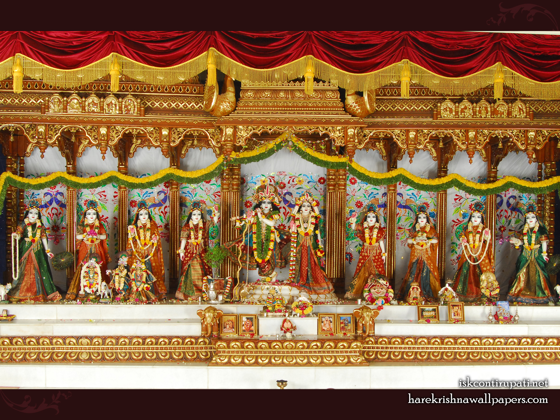 Sri Sri Radha Govinda with Ashtasakhi Wallpaper (002) Size 1920x1440 Download