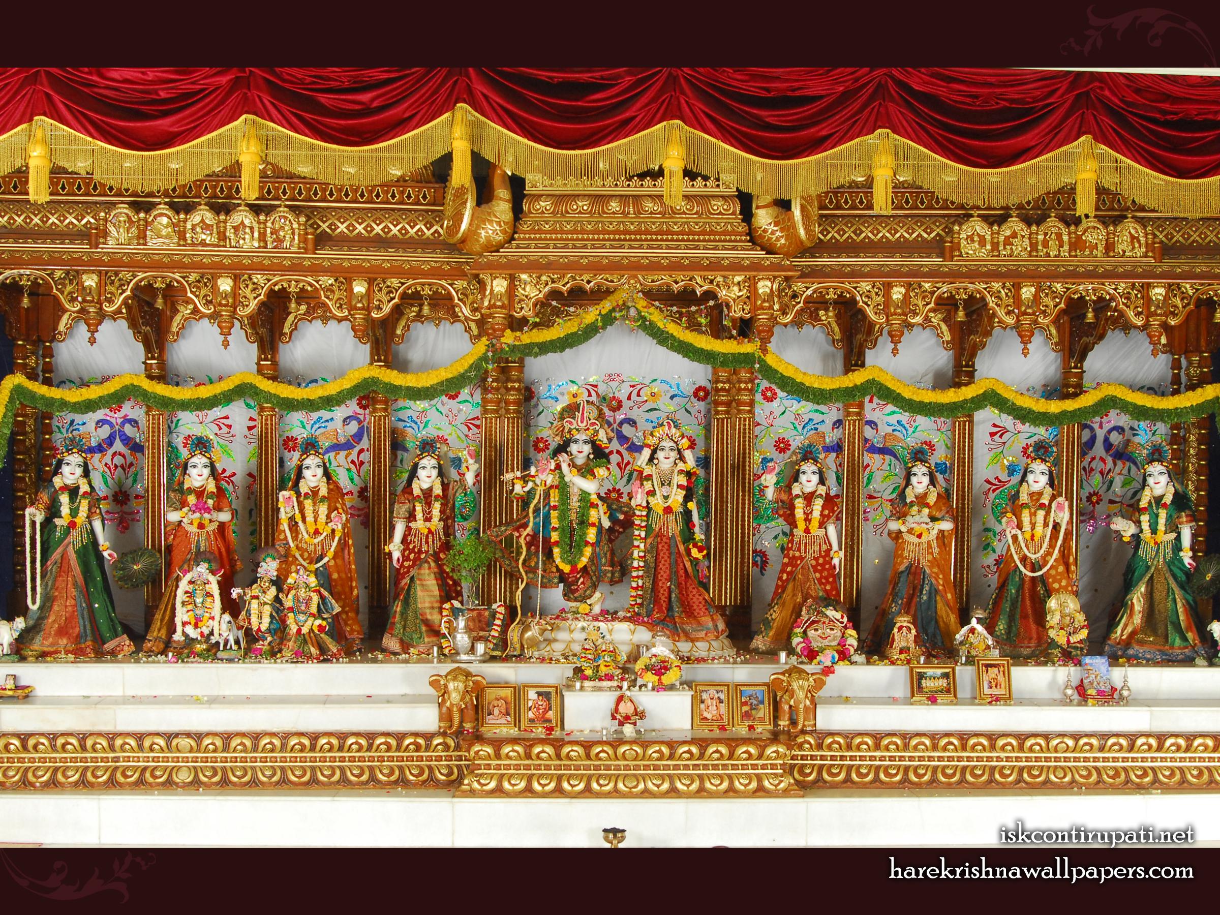 Sri Sri Radha Govinda with Ashtasakhi Wallpaper (002) Size 2400x1800 Download