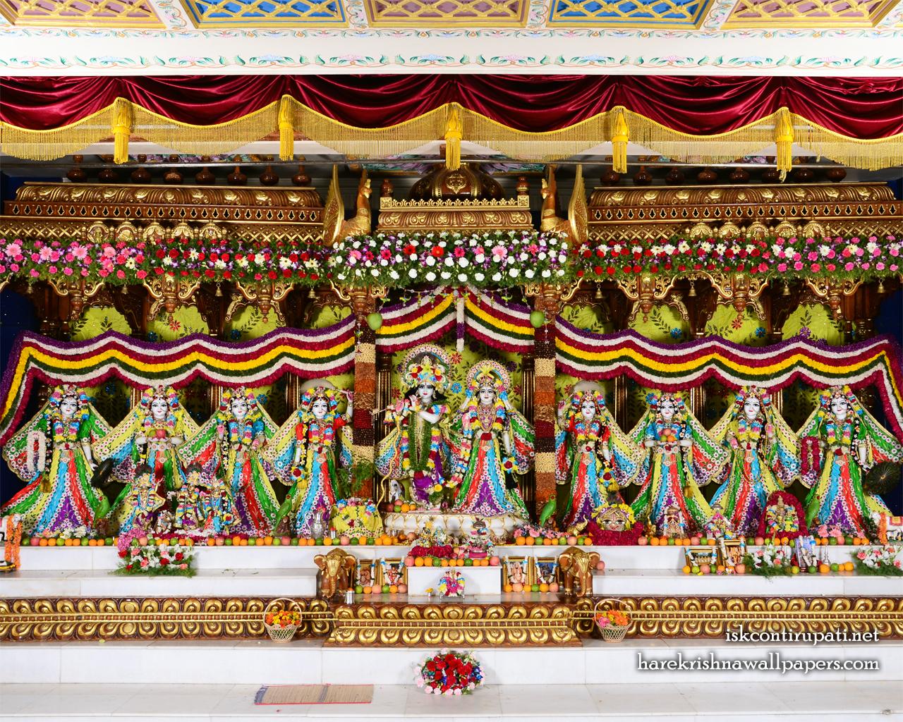 Sri Sri Radha Govinda with Ashtasakhi Wallpaper (003) Size 1280x1024 Download