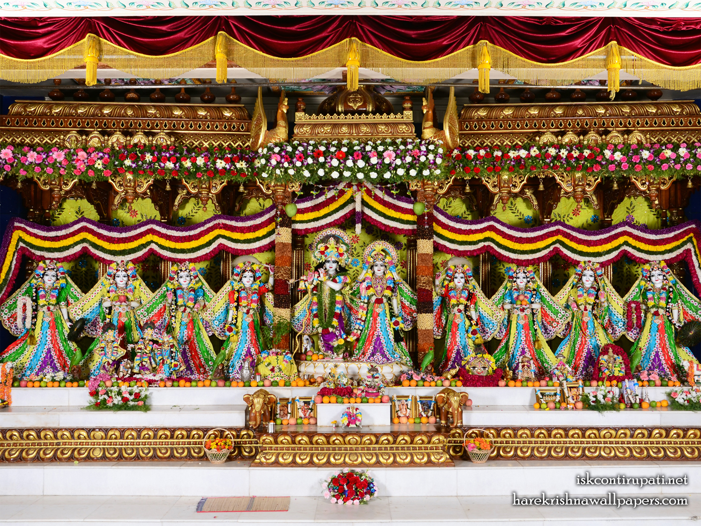 Sri Sri Radha Govinda with Ashtasakhi Wallpaper (003) Size 1400x1050 Download